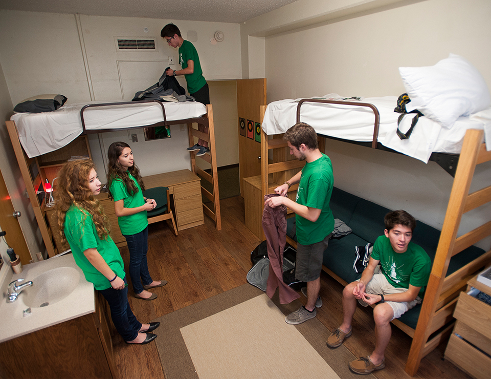 UNTs first and only set of quintuplets start their  : 2014featuresdiaz14382move in day diaz quints747alarge from northtexan.unt.edu size 960 x 740 jpeg 580kB