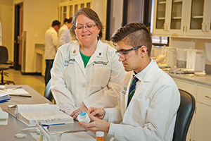Lisa Killam-Worrall ('96) with UNT System pharmacy student Ethan Wheeler ('12) (Photo by Jonathan Reynolds)