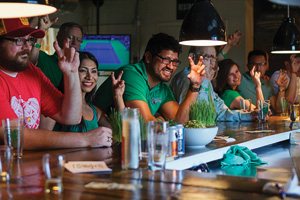 UNT Alumni at the Four Corners Brewery in Dallas. (Photo by Brad Holt)