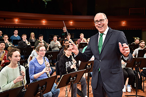 President Neal Smatresk visits with students at a UNT Symphonic Band rehearsal. (Photo by Michael Clements)