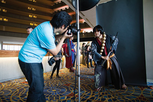 Ejen Chuang ('98) taking photos at a convention. (Photo by Lawrence Mabilangan)