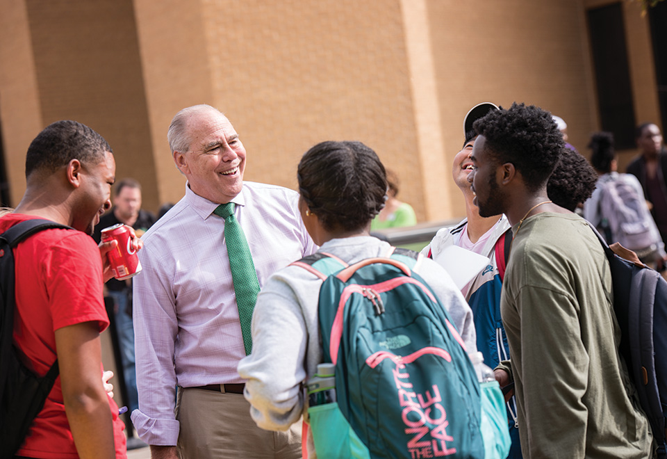 President Neal Smatresk welcomes new students to campus