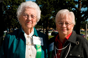 Sisters Helen Denman Beauchamp ('41) and Olie Denman Heflin ('48) visited campus for Homecoming this fall.