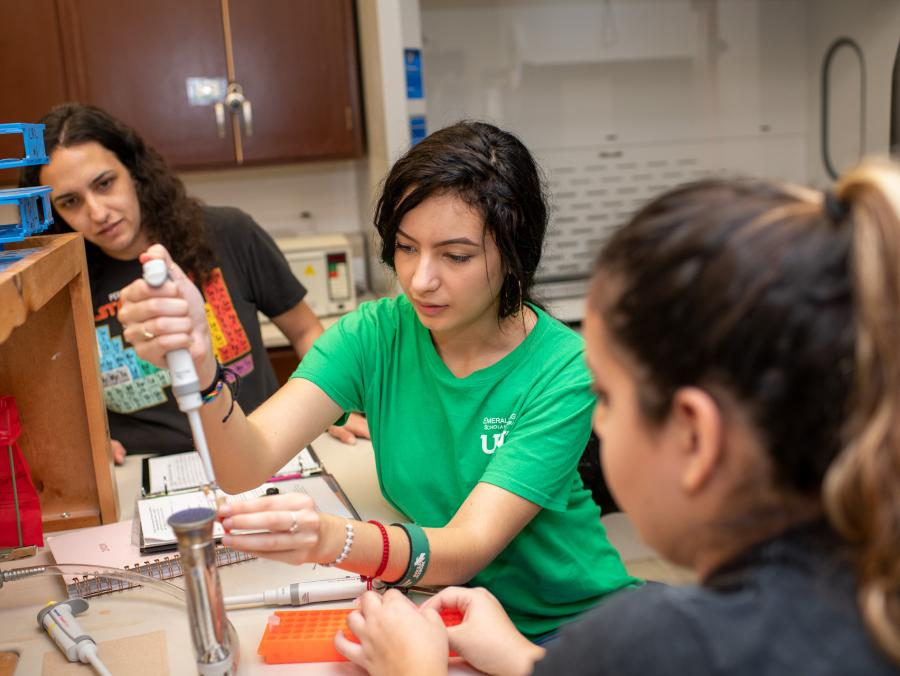 Sonya Layton assists freshman lab students with a biology experienment at UNT