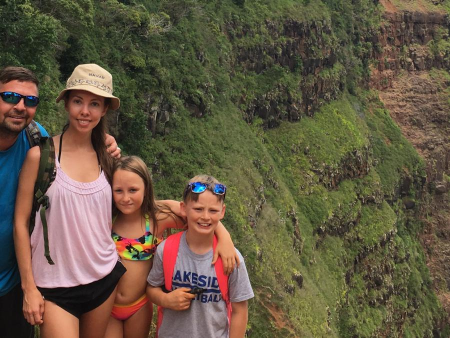 Brittany Hanna and her husband and siblings stand on a mountain overlooking Hawaii.