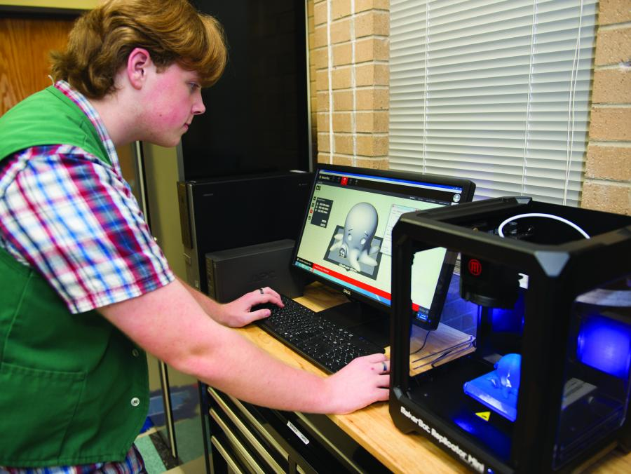 <p>Library user using 3D printer</p>