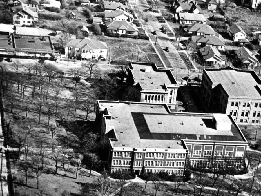 <p>Aerial of Abbey House in 1940</p>