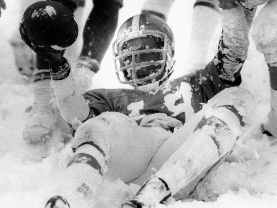 <p>Football player in snow</p>