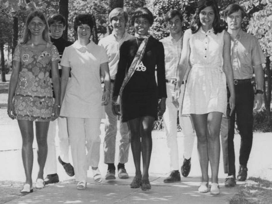 <p>1970-71 Cheerleaders</p>
