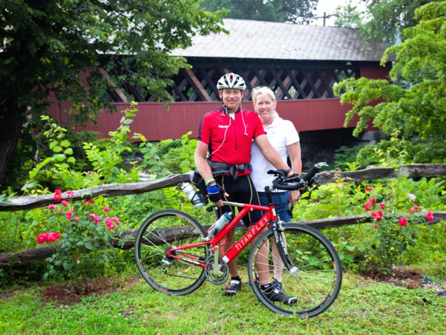 <p>Craig and Kay Broeder with bike</p>